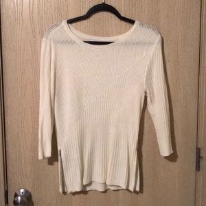 Knit sweater with half sleeves